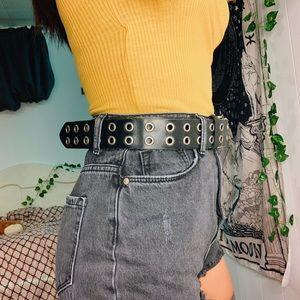 Accessories - black grommet belt 👼🏼